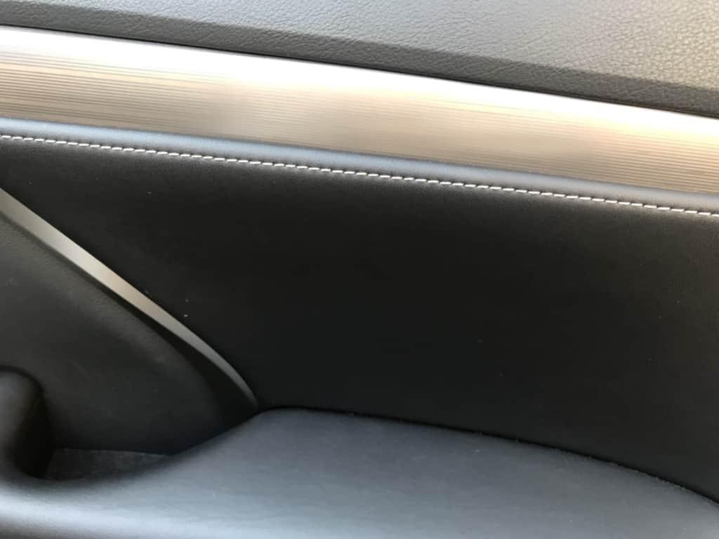レクサスRXの運転席ドアトリムのアップ