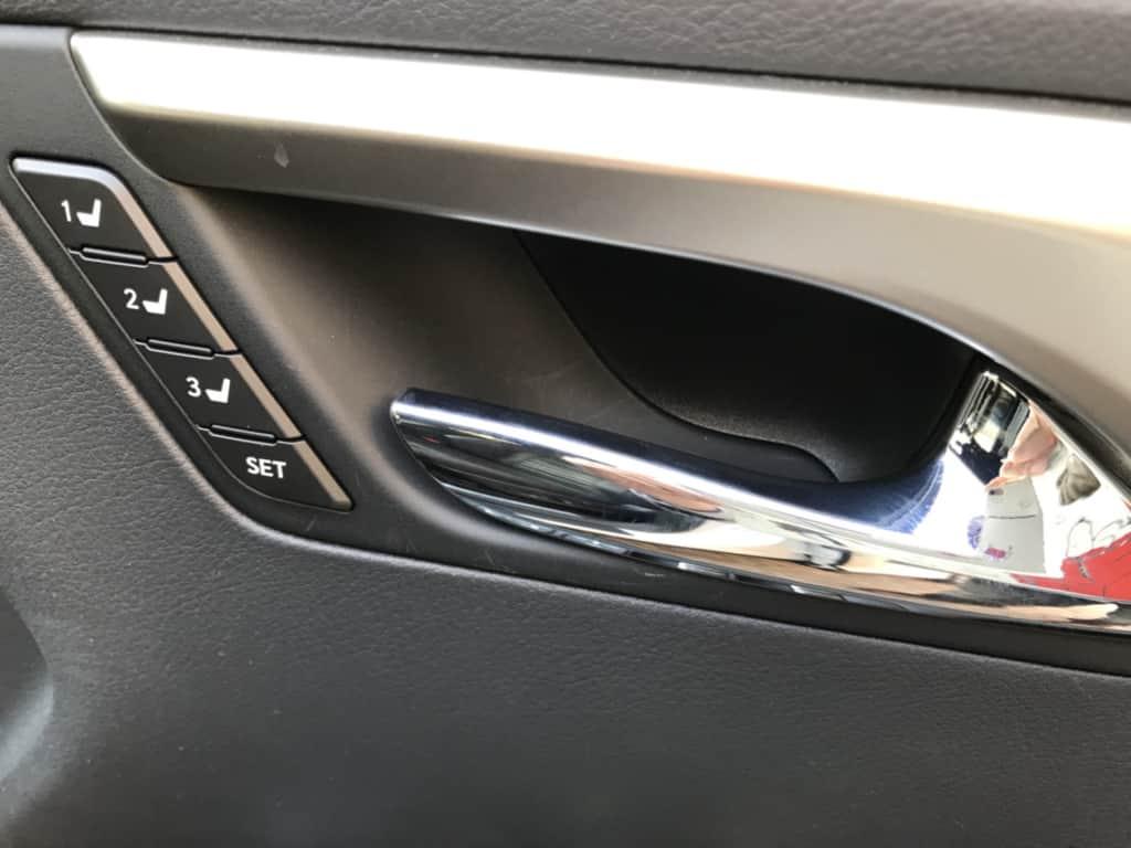レクサスRXの運転席のインナーハンドル