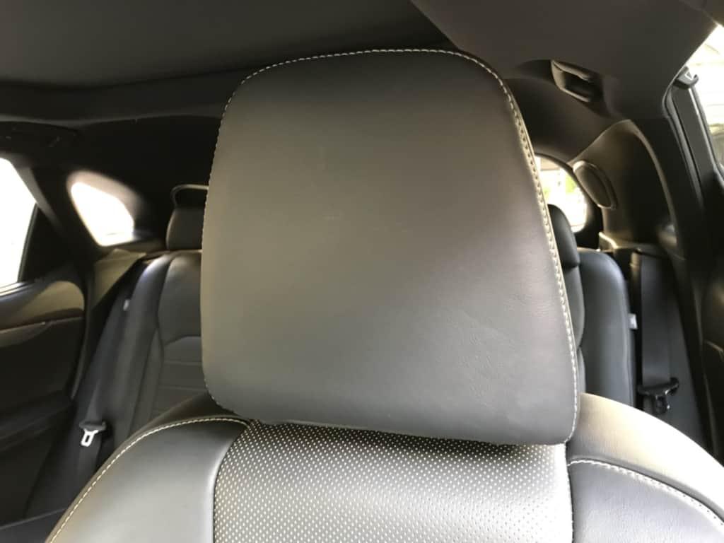 レクサスRXの前部座席のヘッドレスト