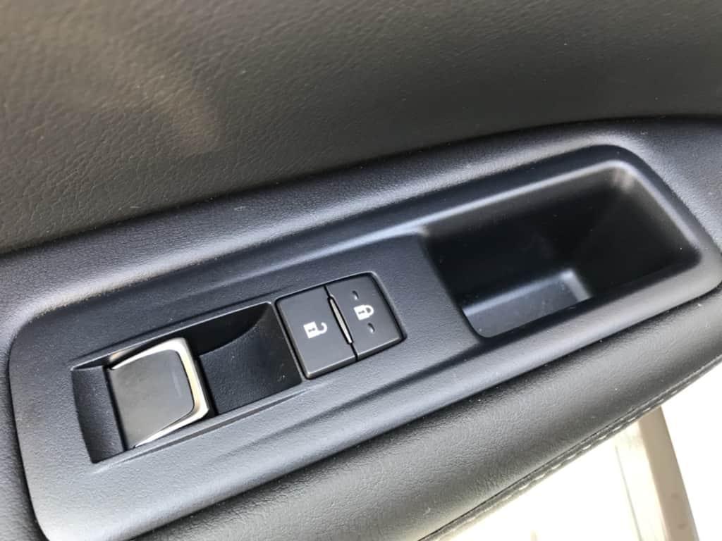 レクサスRXの助手席ドアのパワーウィンドウスイッチ