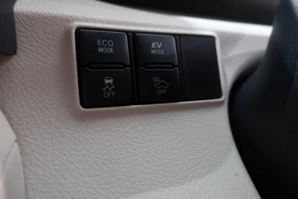 シエンタのドライブモード切り替え、VSCオフ、車両接近通報一時停止スイッチ