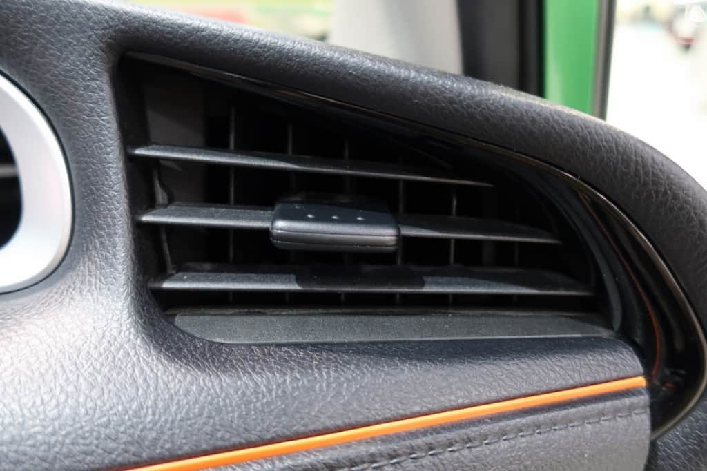 シエンタの運転席窓側のエアコン吹き出し口
