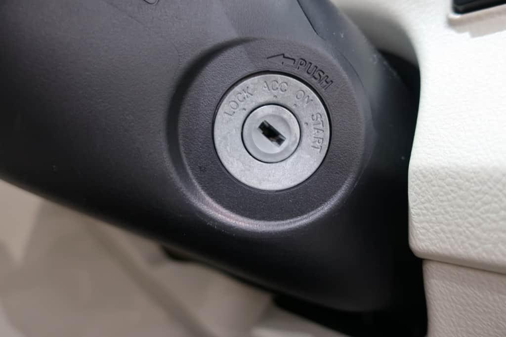 シエンタのエンジンキーの差し込み口