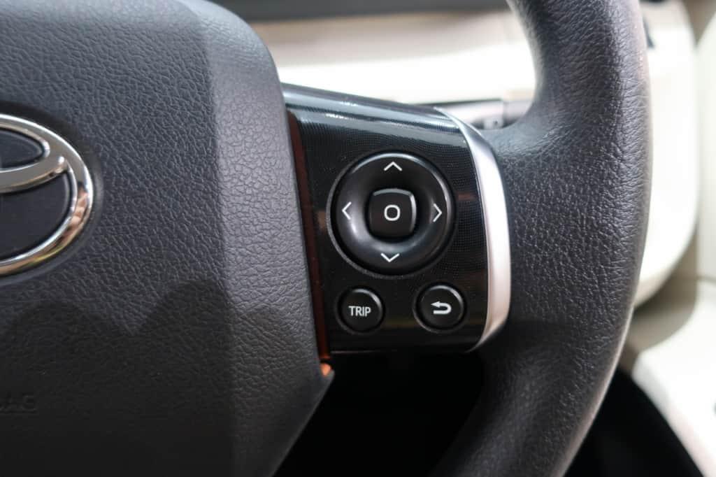 シエンタのハンドル右側のステアリングスイッチ