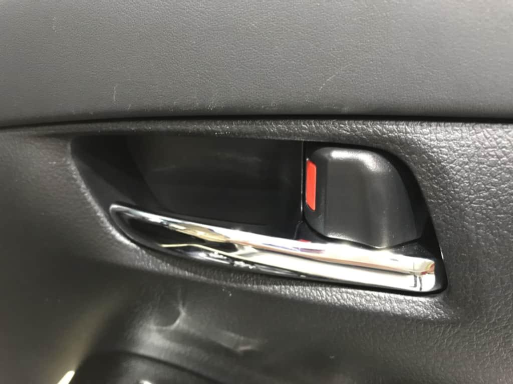 ヴェルファイアの運転席ドアのインナーハンドル