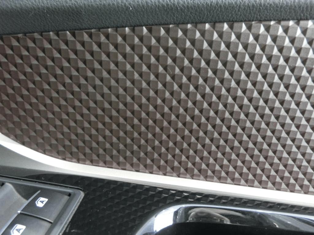C-HRの運転席ドアトリムアップ
