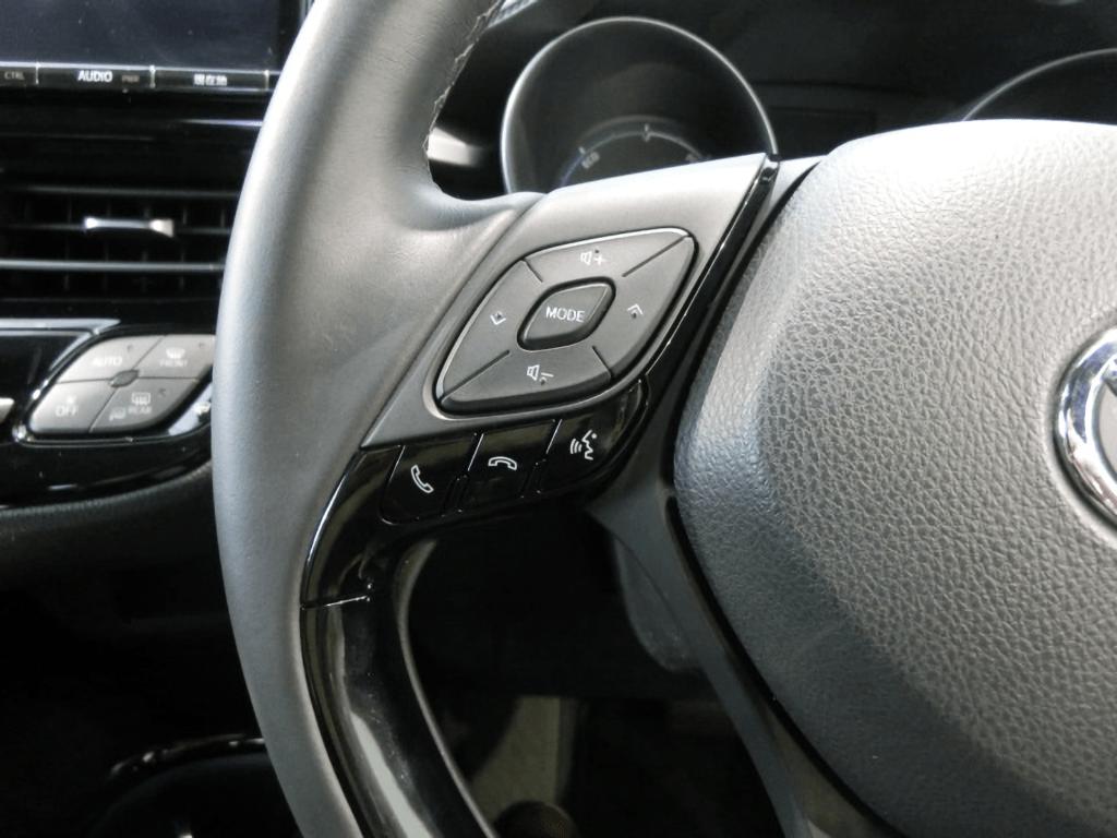 C-HRのハンドル左のステアリングスイッチ