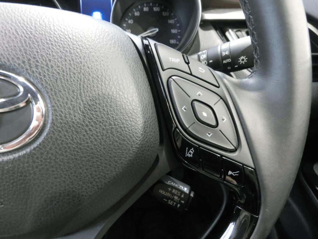 C-HRのハンドル右のステアリングスイッチ