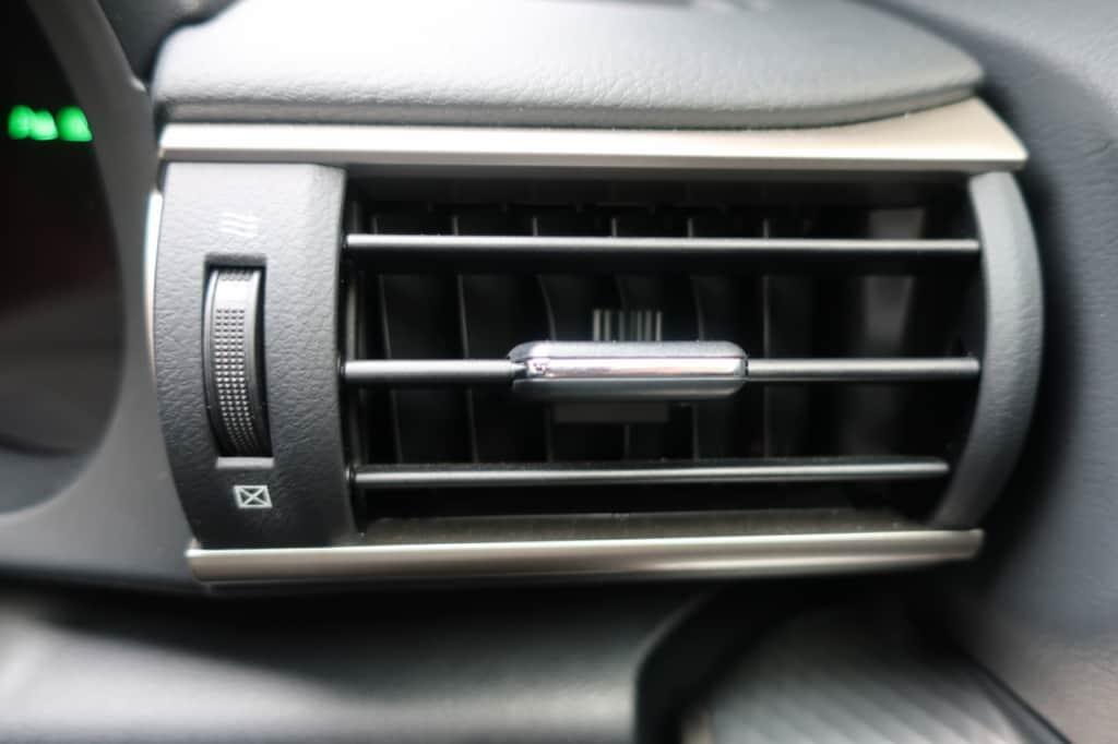 レクサスISの運転席窓側エアコン吹き出し口