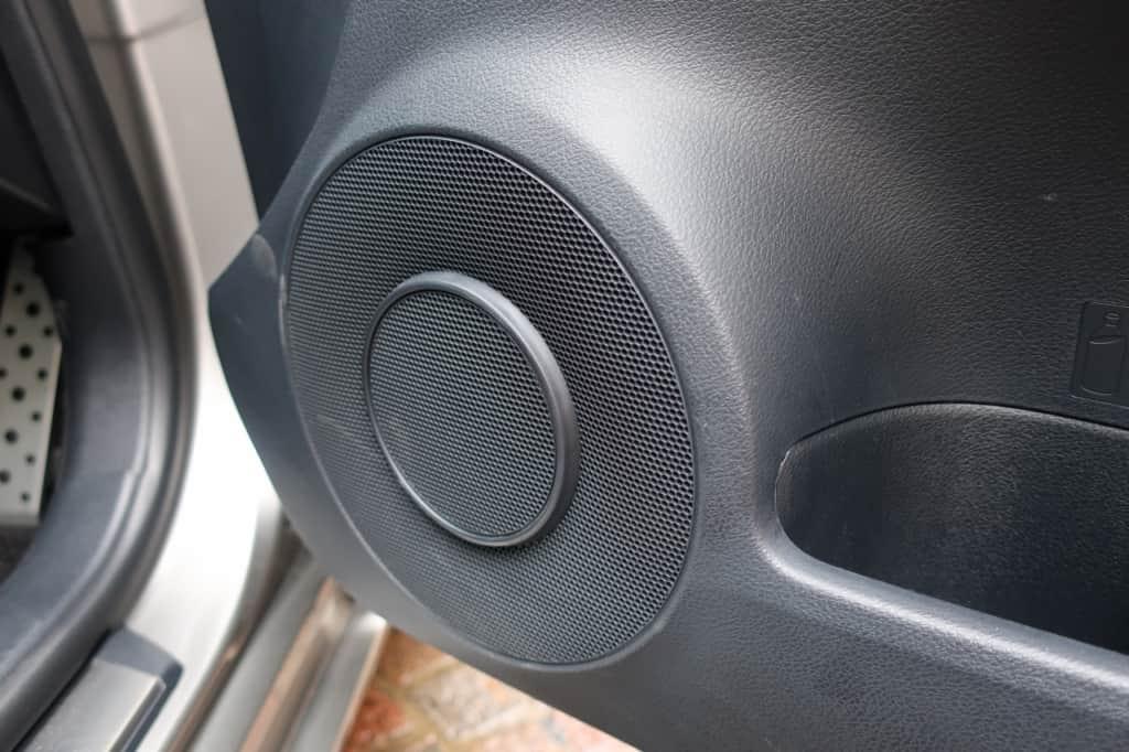 レクサスISの運転席ドアのスピーカー