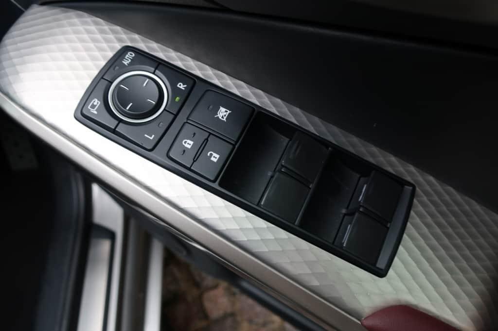 レクサスISの運転席ドアのドアロック、パワーウィンドウスイッチ