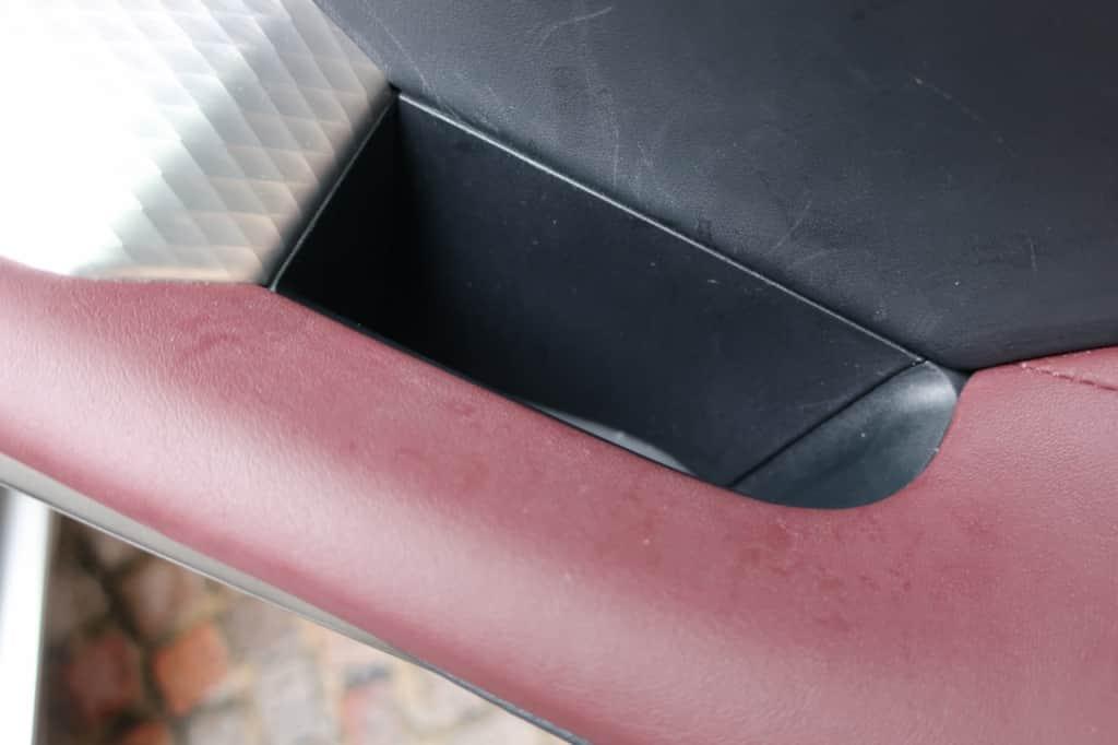 レクサスISの運転席ドアポケット