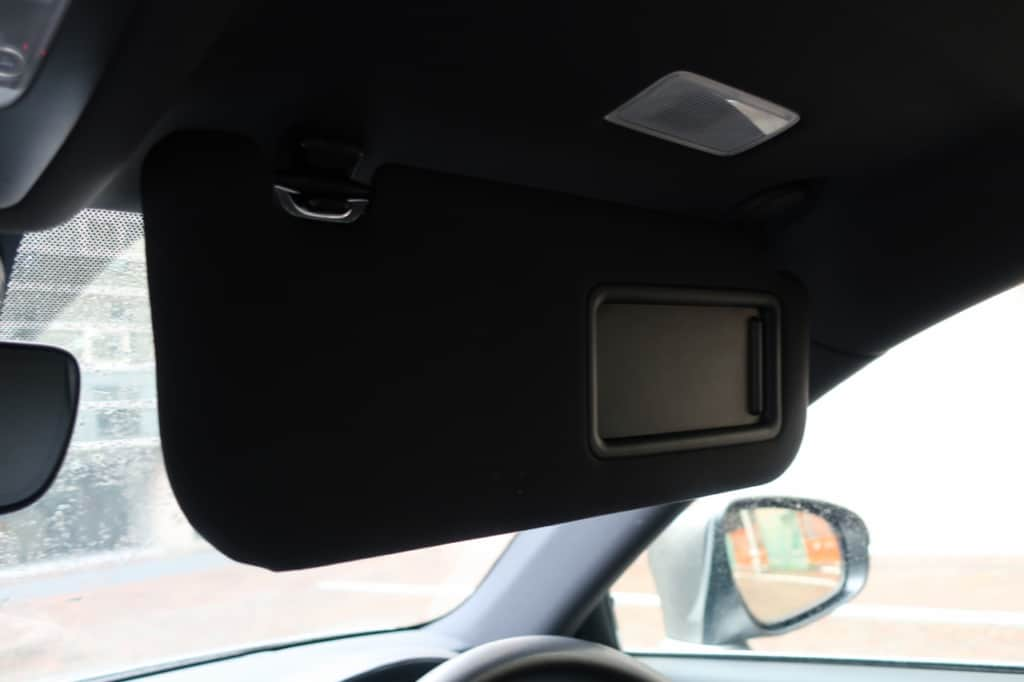 レクサスISの運転席のサンバイザー