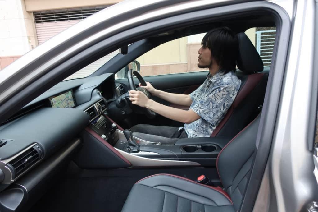 レクサスISの運転席スペース