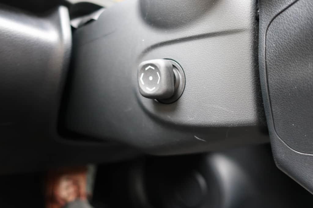 レクサスISのハンドル位置調節スイッチ
