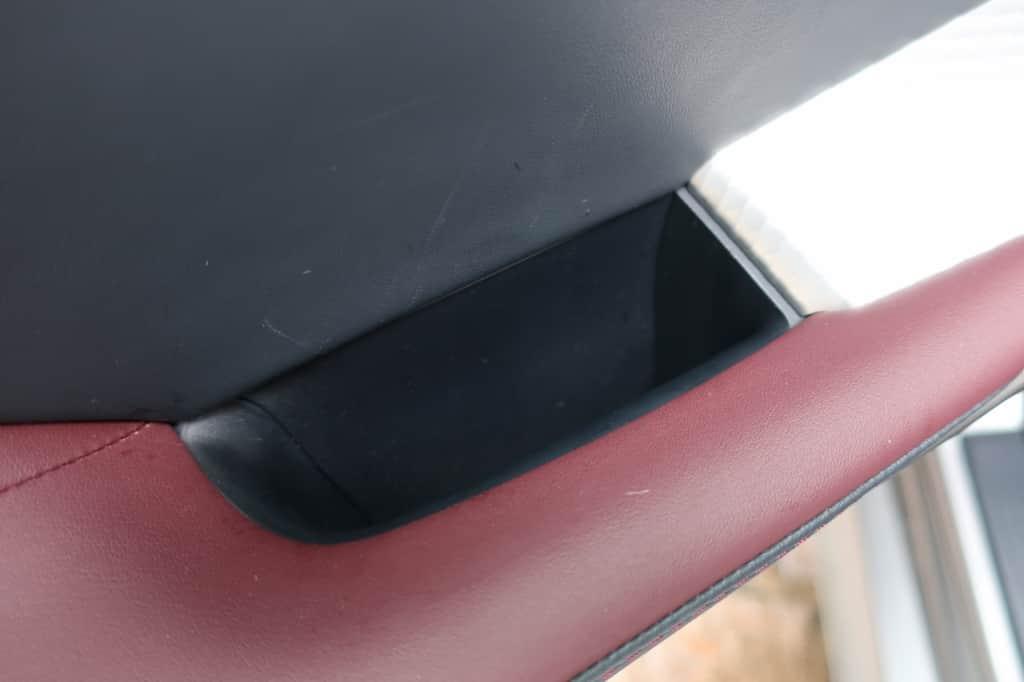 レクサスISの後部座席ドアのドアポケット