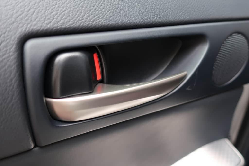 レクサスISの後部座席ドアのインナーハンドル