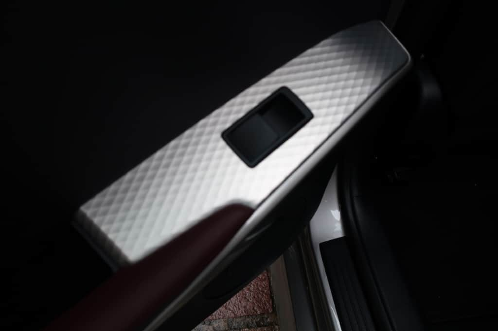 レクサスISの後部座席ドアのパワーウィンドウスイッチ