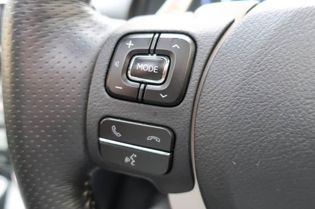 レクサスISのハンドル左側のステアリングスイッチ