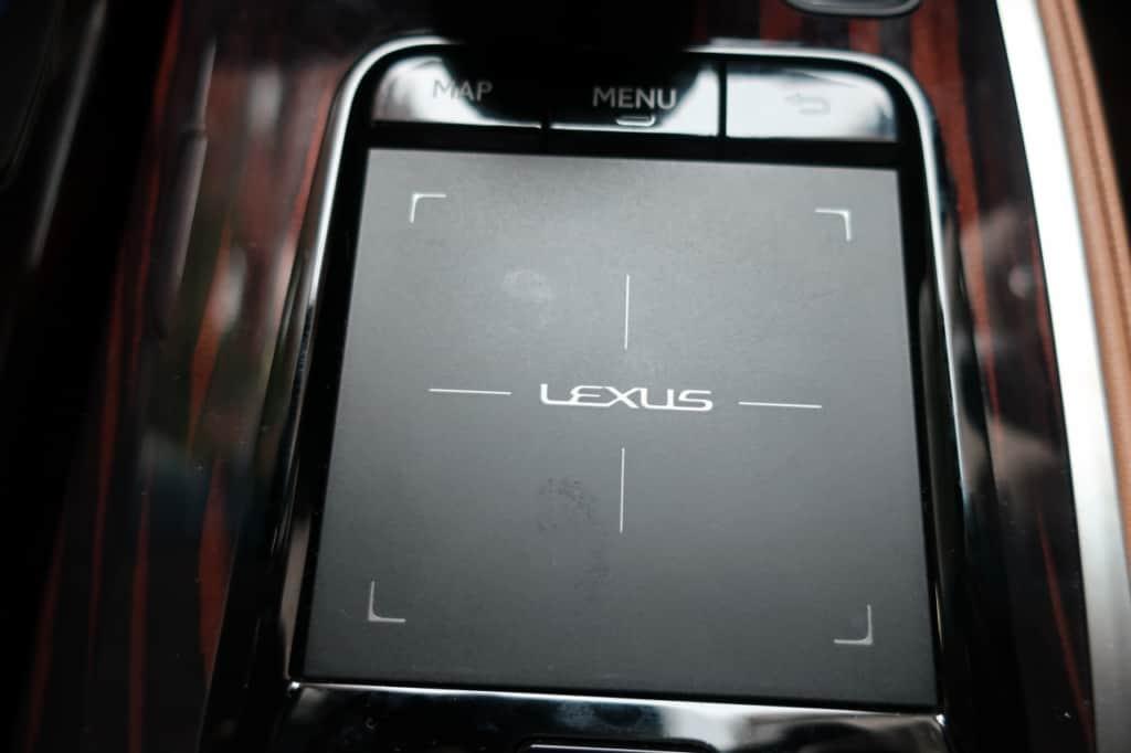 レクサスLSのカーナビ操作スイッチ