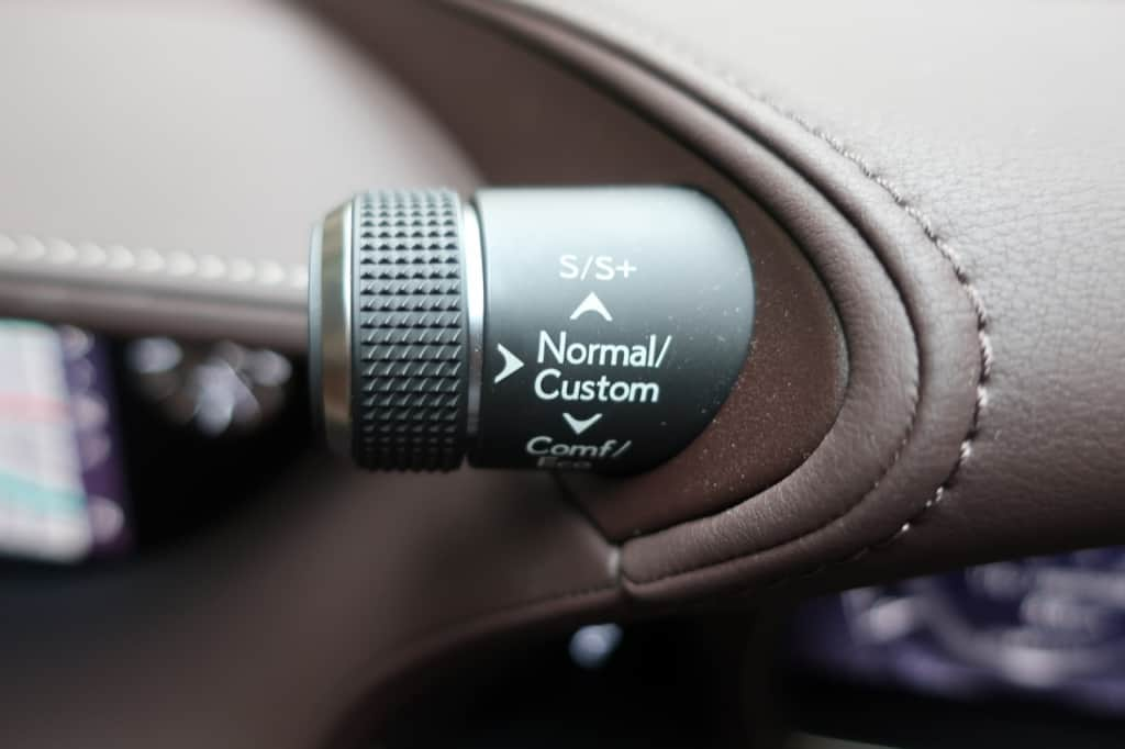 レクサスLSのドライブモード切り替えスイッチ