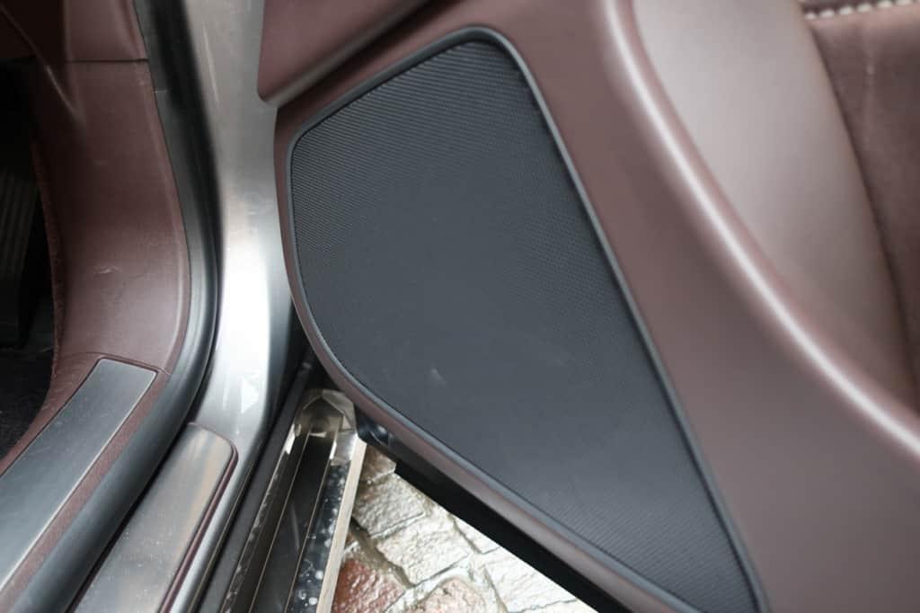 レクサスLSの運転席ドアのスピーカー