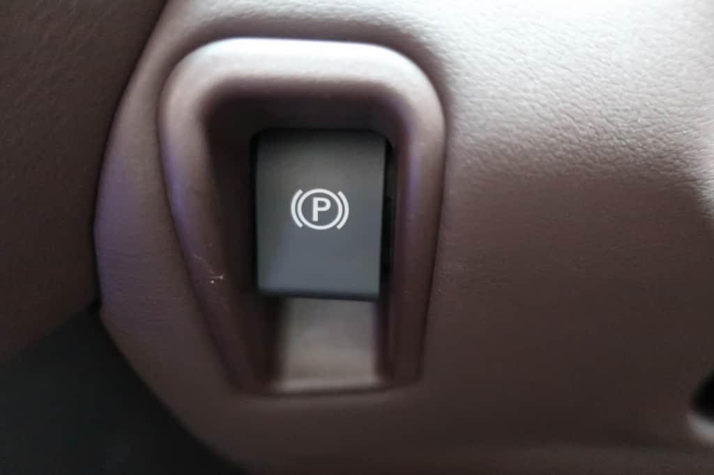 レクサスLSのパーキングブレーキスイッチ