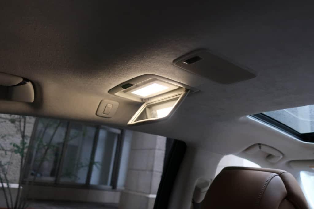 レクサスLSの後部席左側室内灯