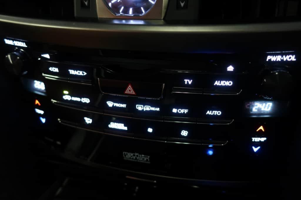 レクサスLXのオーディオ、エアコン操作パネル