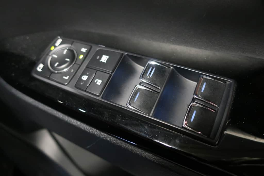 レクサスLXの運転席ドアのドアロック、パワーウィンドウスイッチ
