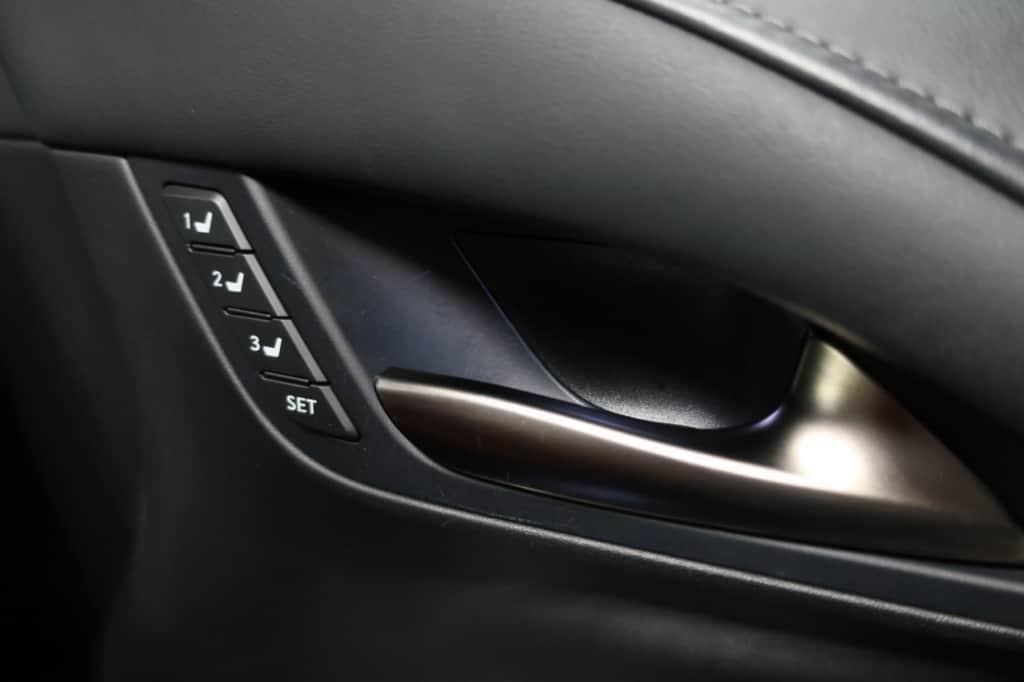 レクサスLXの運転席ドアのインナーハンドル