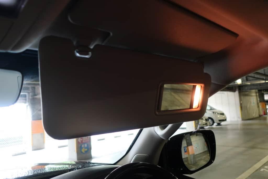 レクサスLXの運転席側のサンバイザー