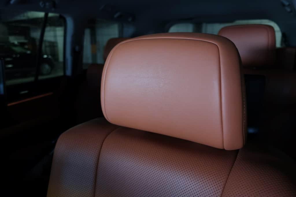 レクサスLXの前部座席のヘッドレスト
