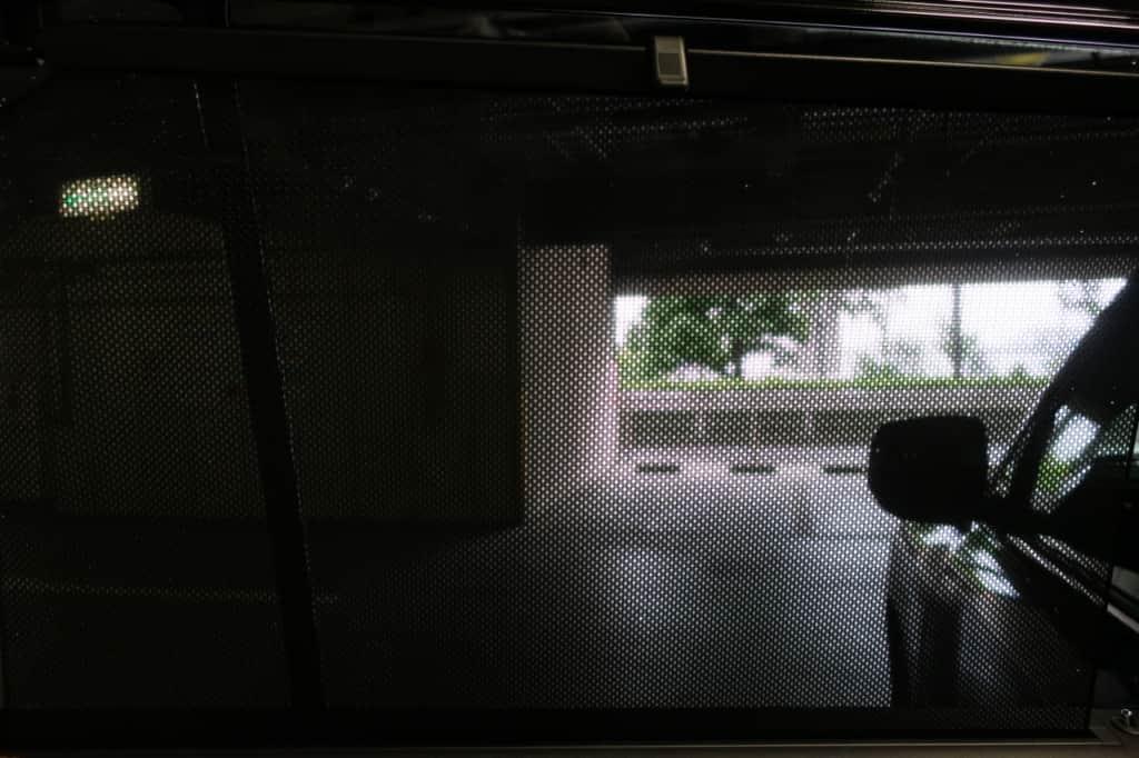 レクサスLXの後部座席の網戸