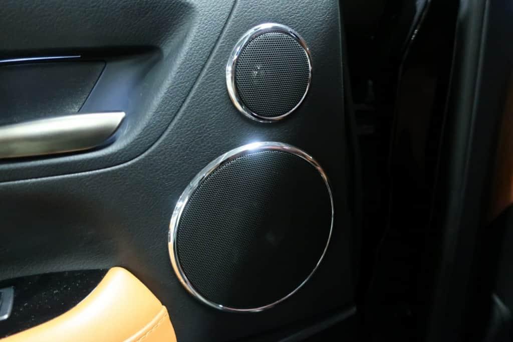 レクサスLXの後部座席ドアのスピーカー