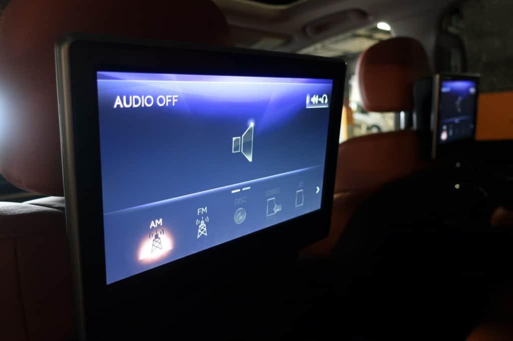 レクサスLXの後部座席にはオーディオの操作パネル