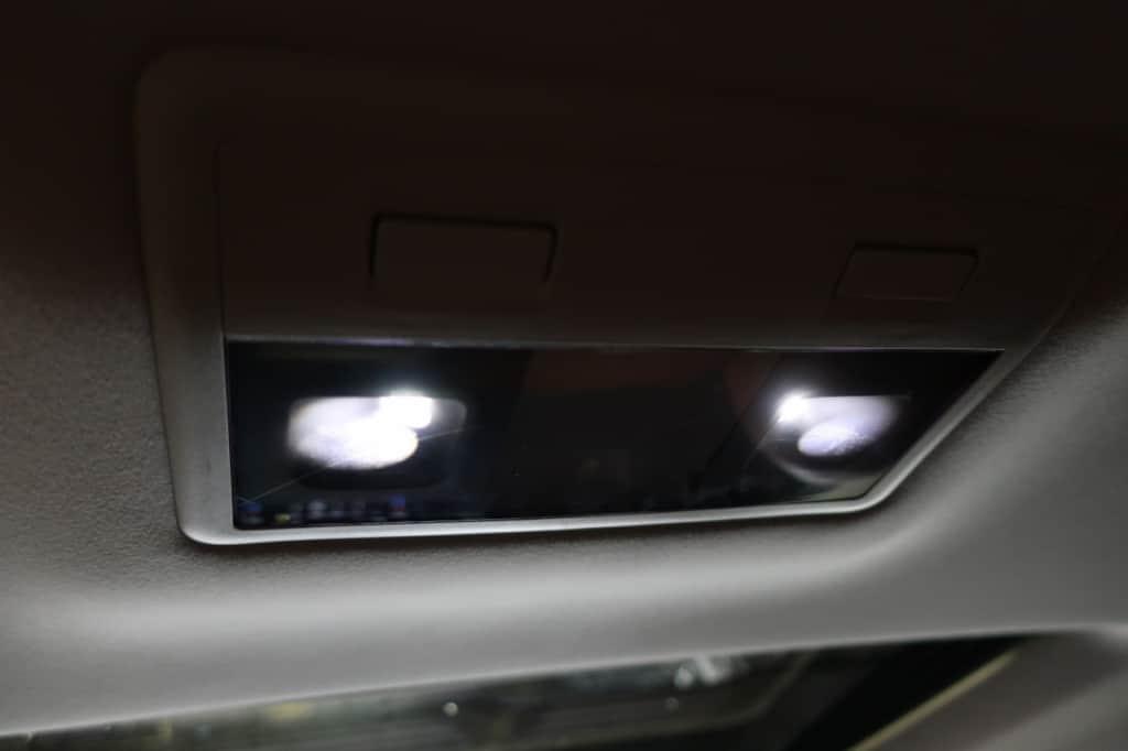 レクサスLXの後部座席天井室内灯