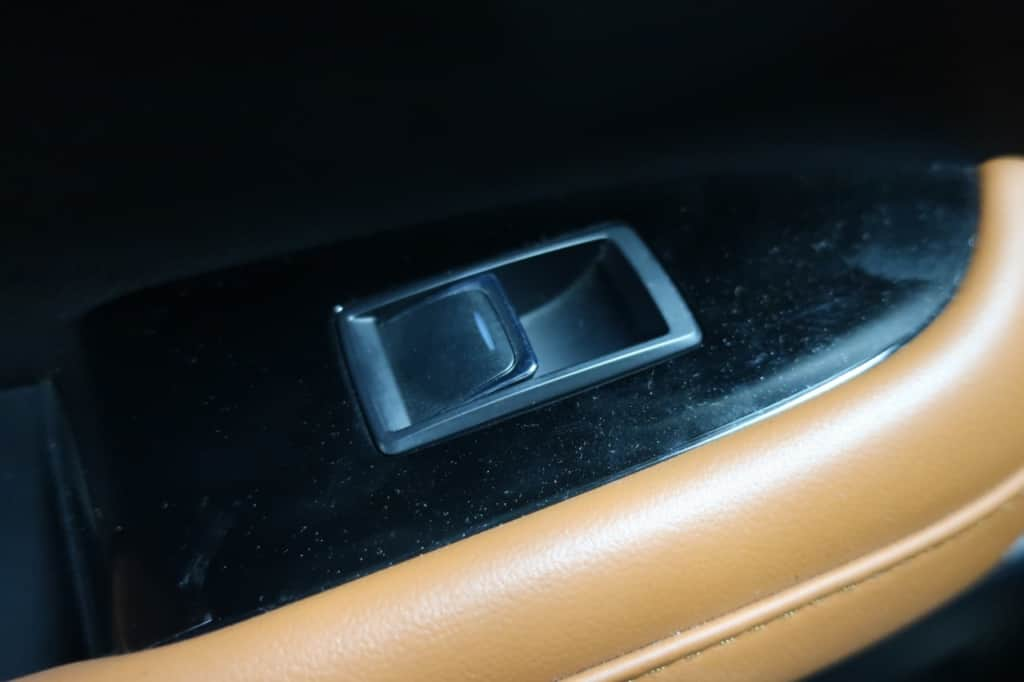 レクサスLXの後部座席ドアのパワーウィンドウスイッチ