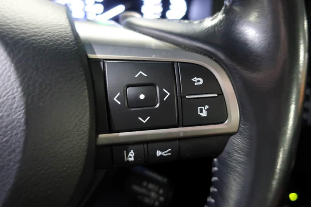 レクサスLXのハンドル右側のステアリングスイッチ