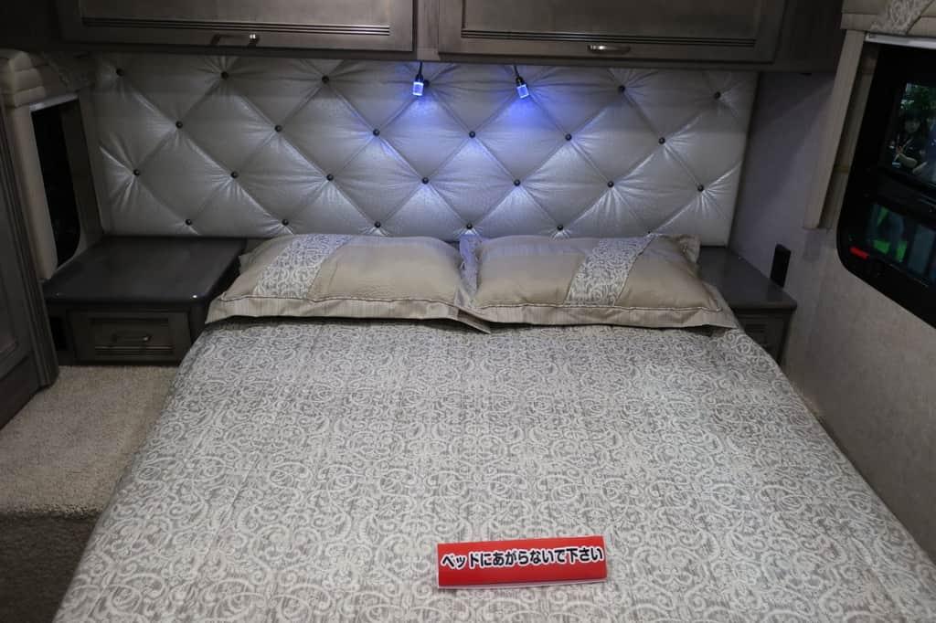 エコノライン ウィネベーゴアスペクトのベッド
