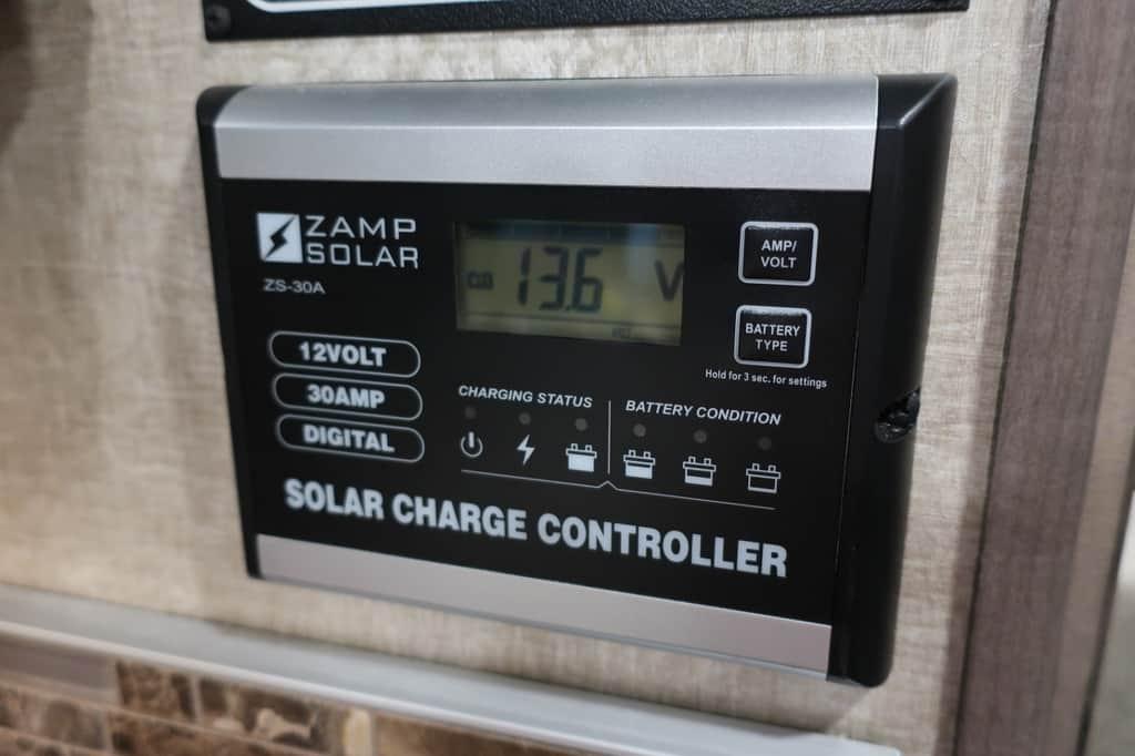 エコノライン ウィネベーゴアスペクトの電圧計