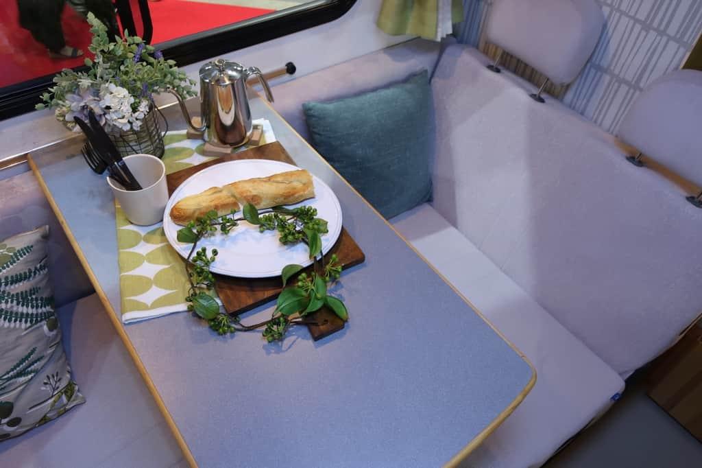 ボンゴ アミティ テーブル シート