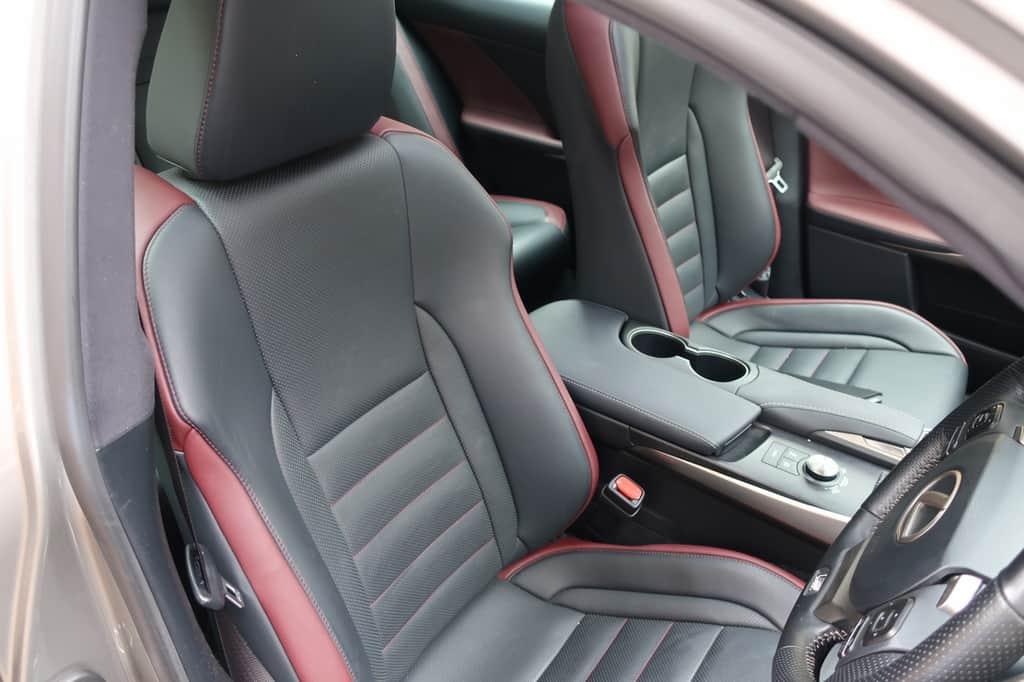 レクサスIS 運転席からの前席シート