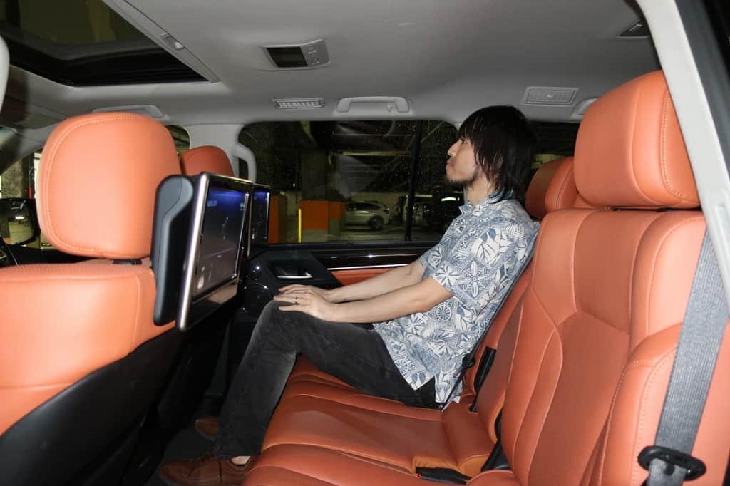 レクサスLX 後部座席姿勢