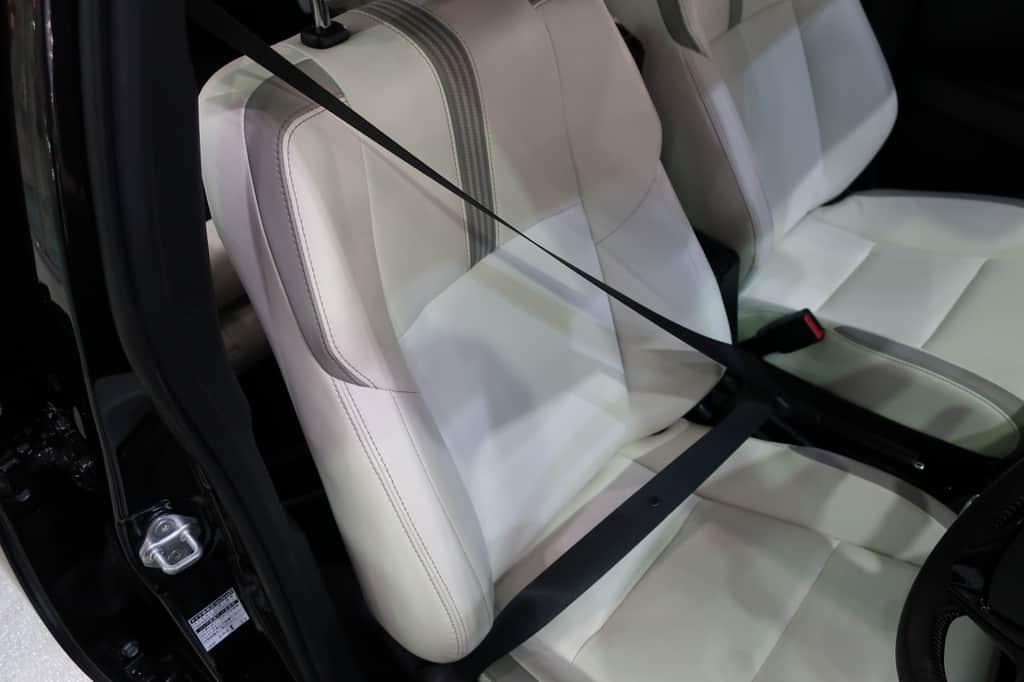 カローラフィールダー 運転席シートベルト