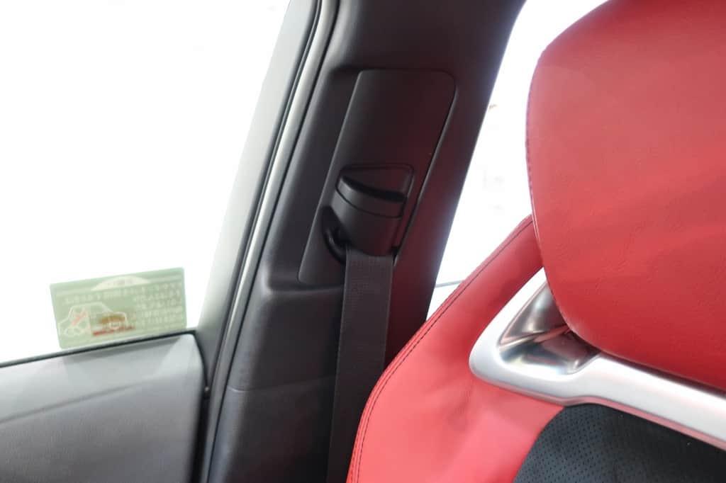 カローラスポーツ シートベルト