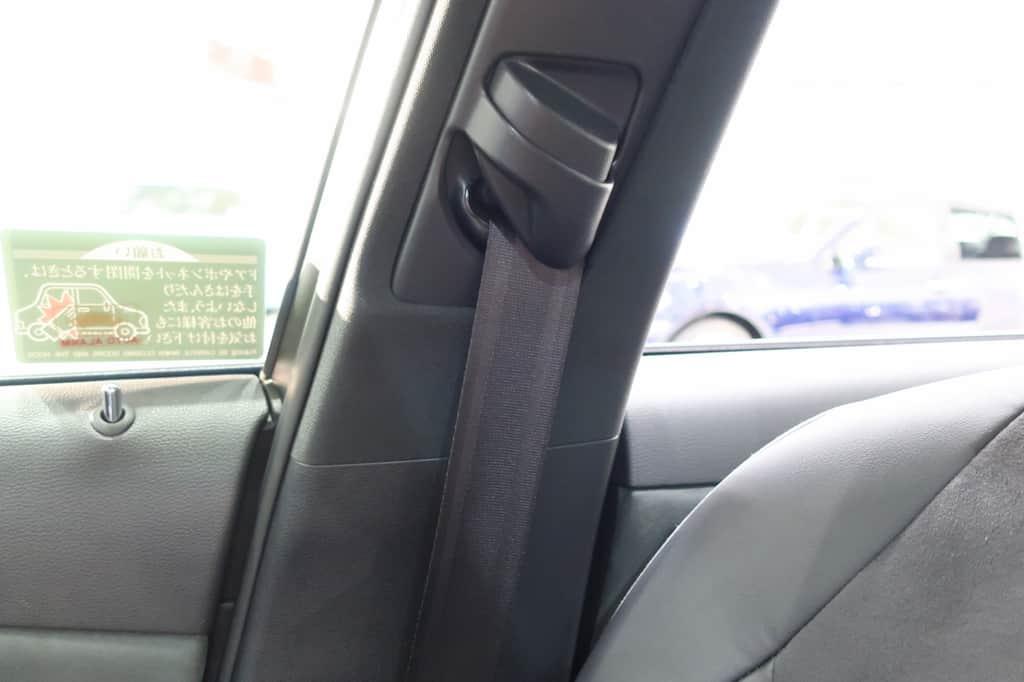 クラウン 運転席シートベルト