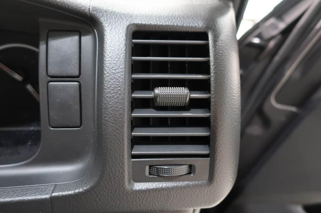 ハイエースバン 運転席側エアコン吹き出し口