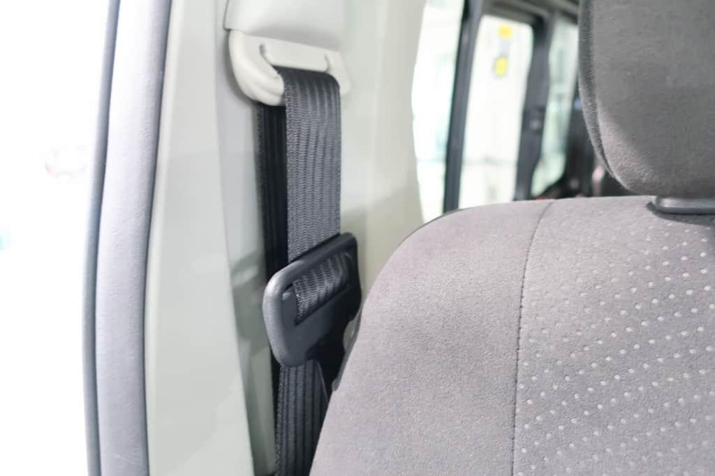 ハイエースバン 運転席シートベルト