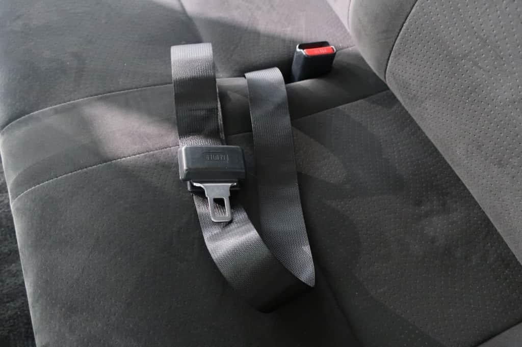 ハイエースバン 後部シートベルト